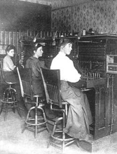 Ženská obsluha telefonní ústředny